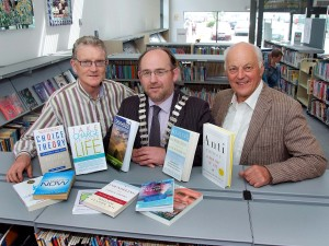 Carrigaline Lions Book Pres to Carrigaline Library 26-6-13 Pic 01